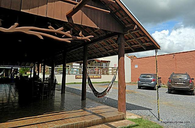 Estacionamento e varanda da Pousada Muito Bonito, em Bonito, Mato Grosso do Sul