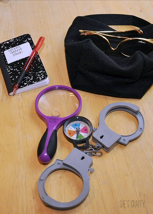 supply bag, homemade felt bag, handcuffs, magnifying glass, glasses, notebook