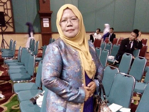Iis Nurita Kepsek SMK-SMA Puspa Mekar Bogor