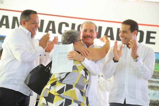 Presidente Danilo Medina entregará hoy títulos definitivos en Monte Plata