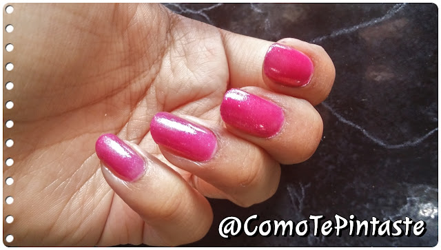 esmalte rosa artista sobre fondo negro