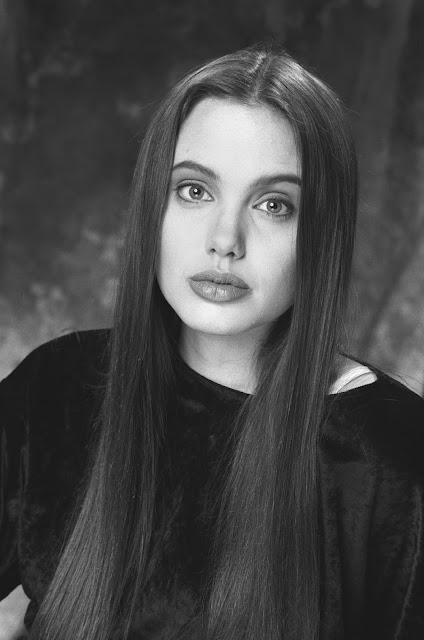 old photos of a teenager angelina jolie modeling at a. Black Bedroom Furniture Sets. Home Design Ideas