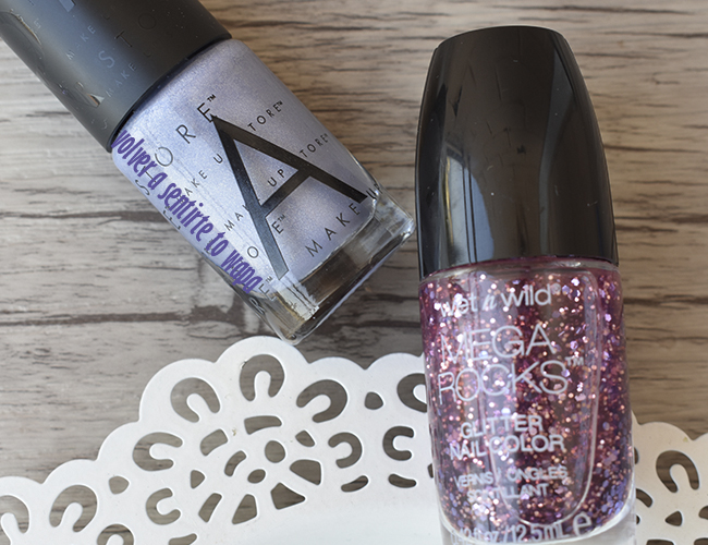 Esmalte Plata de Make Up Store y Top Coat Rosa con Glitter de Wet n' Wild