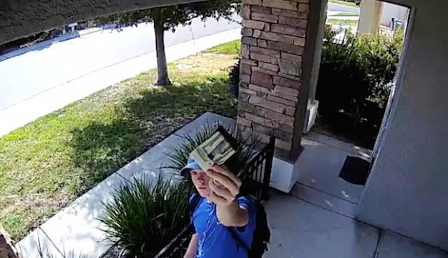 VIRAL! Remaja Ini Mengembalikan $ 1.500 yang Ia Temukan Di Jalan