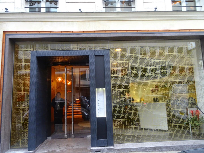 Entrée restaurant chinois Family Li Impérial Cuisine Paris 8 ème.