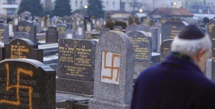 Tres de cada cuatro Judios franceses han pensado en emigrar para escapar del clima de antisemitismo que dicen que se sienten como en casa. La gran mayoría de la comunidad, se enumeran en el medio millón de personas, la mayor de Europa, también cree que el Estado es incapaz de luchar contra el islamismo.