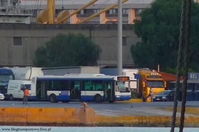 Irisbus Agora 12M obsługujący wewnętrzną komunikację portu Pireus