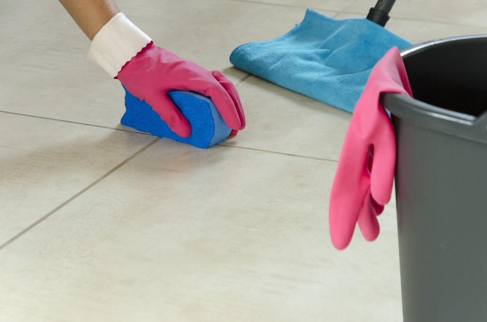 Come pulire le fughe delle piastrelle edilizia in un click - Pulire fughe piastrelle aceto ...