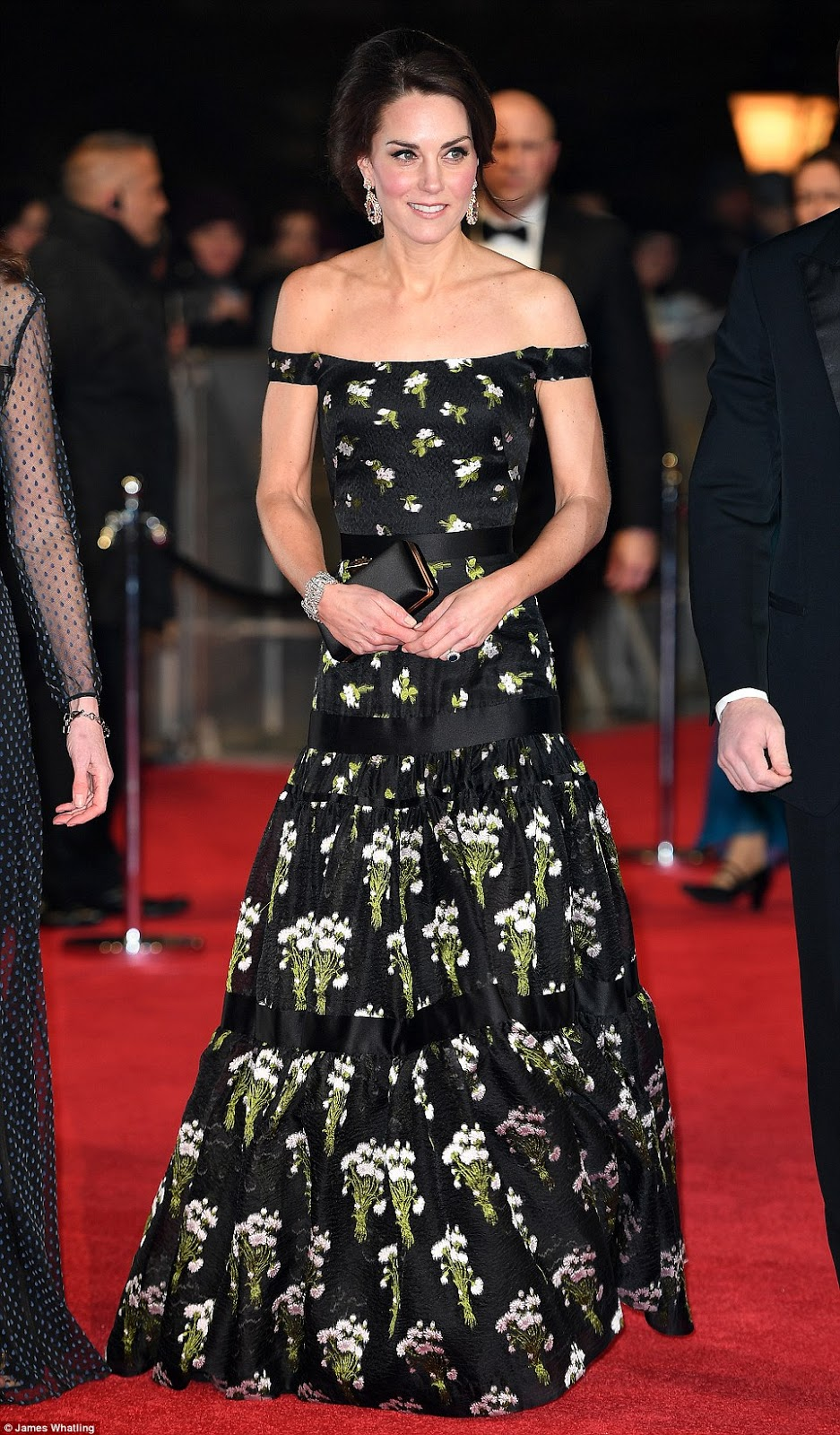 Kate Middleton arrives fashionably late to the 2017 BAFTAs ...