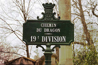 Photo du panneau du Chemin du Dragon, 19ème division