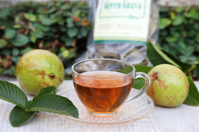 Os benefícios do chá da folha de goiaba para a saúde