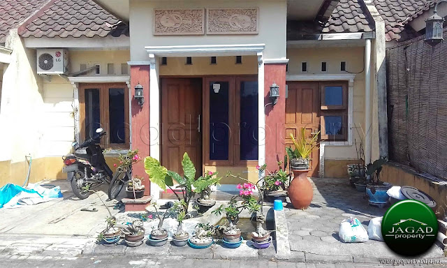 Rumah dalam Perumahan dekat Lapangan Jambidan