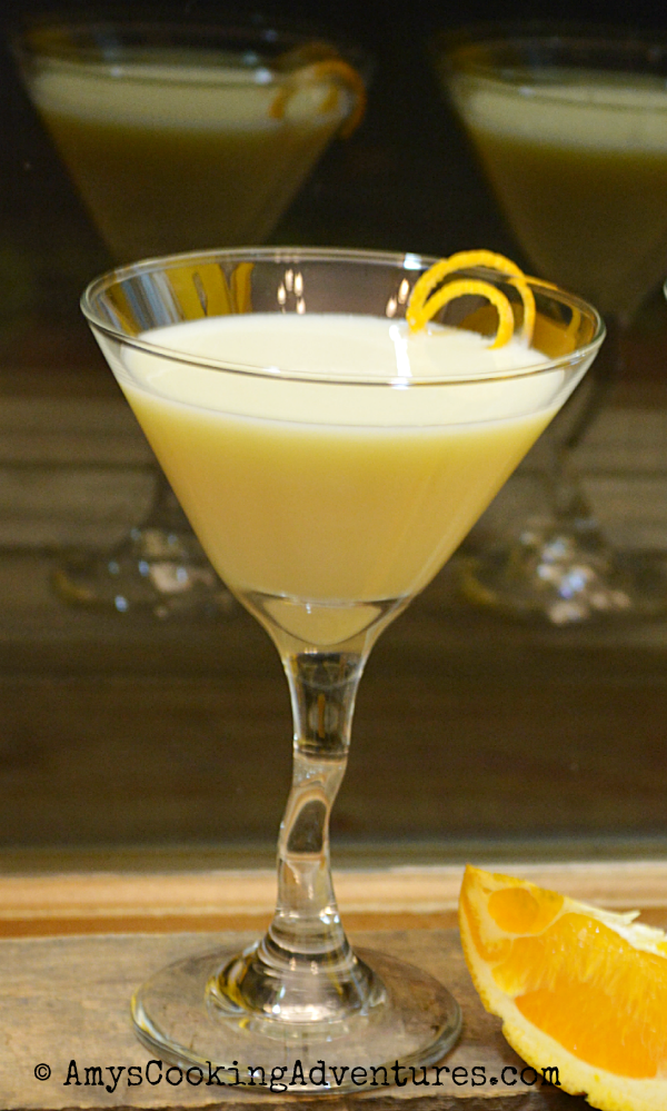 Featured Recipe | Dreamsicle Martini from Amy's Cooking Adventures #recipe #SecretRecipeClub