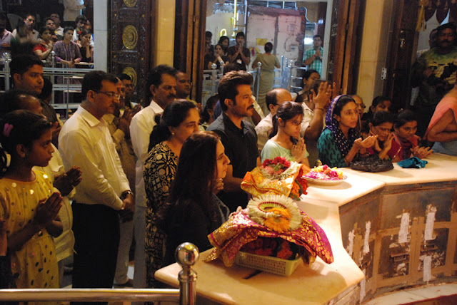 celebrities in siddhivinayak temple