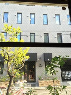カンガルーホテル side-Bの玄関