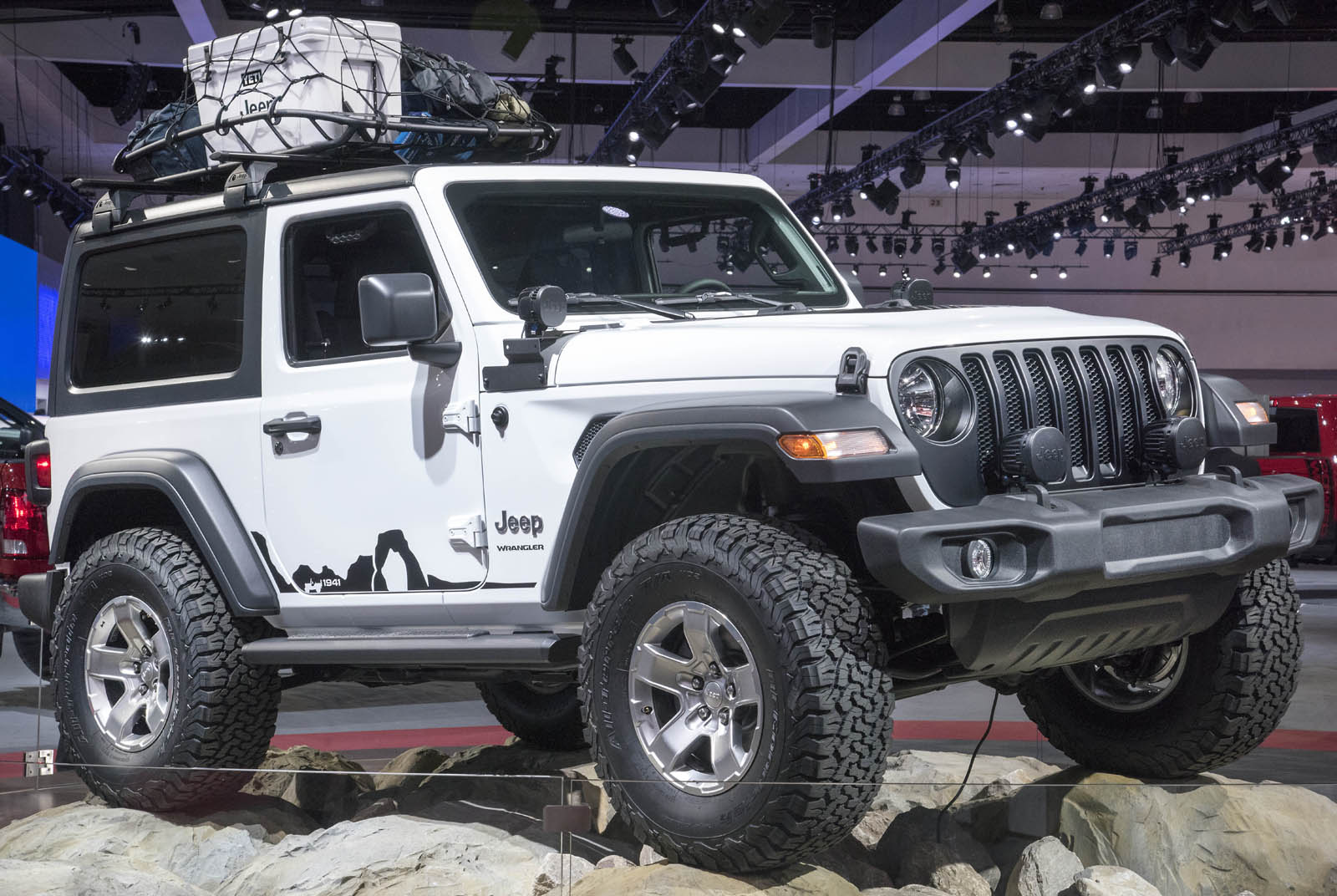new wranglers show off mopar jeep performance parts carscoops. Black Bedroom Furniture Sets. Home Design Ideas