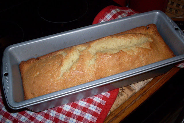 Old Fashioned Pound Cake, easy, delicious, from your oven!