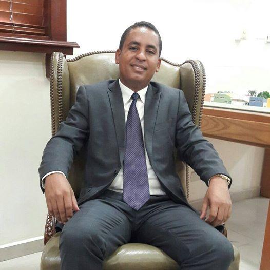 El presidente del colegio dominicano de psic logos for Porte y tenencia de armas de fuego en republica dominicana