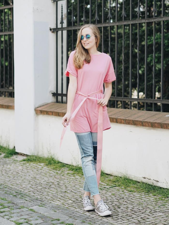 K dámskému tričku najdete přibalenou růžovou stužku. Je dostatečně dlouhá  na to eaa2e3b6d1