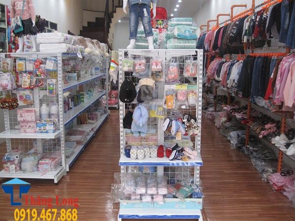 Lắp đặt kệ siêu thị cho cửa hàng mẹ và bé
