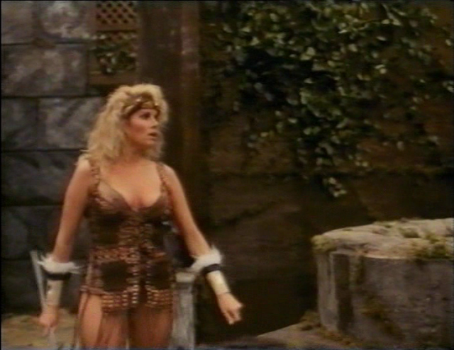 Lana Clarkson als Amazone Amalthea