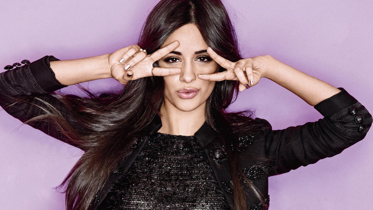 A moça mal saiu do Fifth Harmony e já tá louca pra emplacar seu primeiro hit.