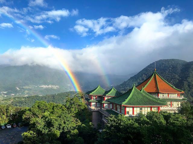 Cầu vồng kép và xuất hiện đến gần 9 tiếng đồng hồ tại thủ đô Đài Bắc của đảo quốc Đài Loan. Hình ảnh: Meng-Pai Hung.