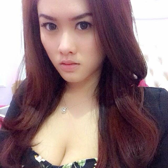 Kumpulan Foto-foto Selfie Seksi Dan Paling Hot Model Devi Liu