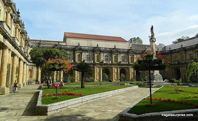 Claustro do Convento de Santa-Clara-a-Nova em Coimbra, Portugal