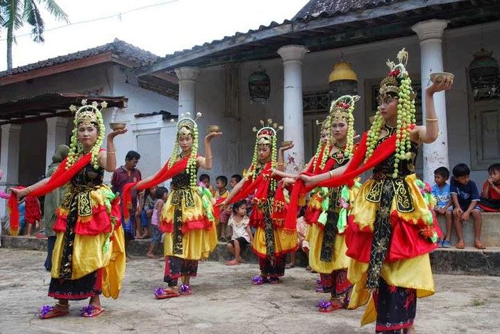 Tari Muang Sangkal Tarian Daerah Sumenep Madura