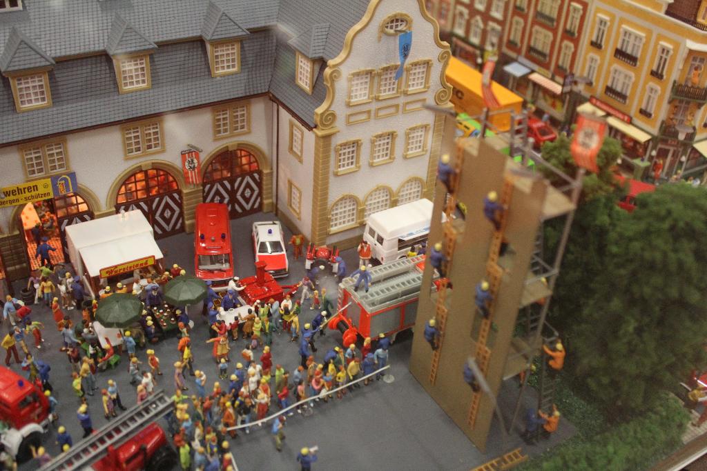 world 1 87 diorama d 39 une caserne de pompiers au 1 87. Black Bedroom Furniture Sets. Home Design Ideas