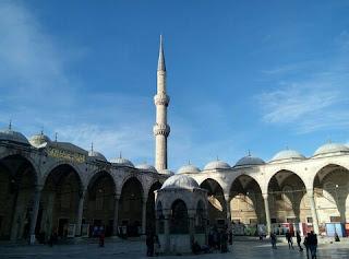 Adab Masuk Masjid Dalam Islam