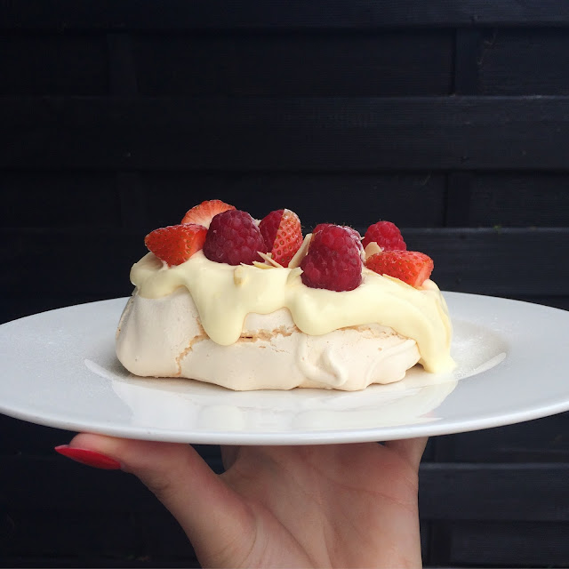 recipe for meringue with cream and fruits
