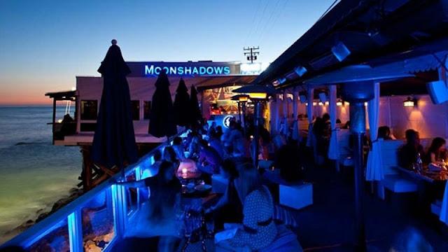 Noite nos restaurantes em Malibu