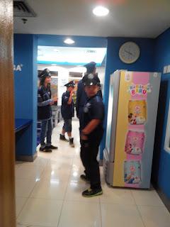 Anak-anak yang bermain jadi polisi di Police Station Cap Kaki Tiga Anak