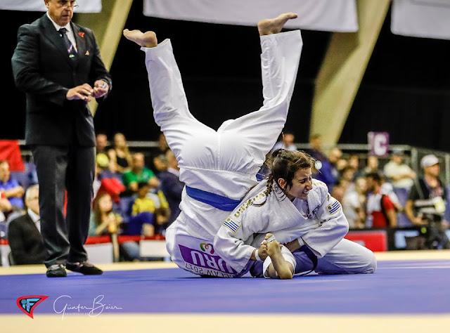 Escenas de un combate en la ronda preliminar del Ju-Jitsu en Juegos Mundiales