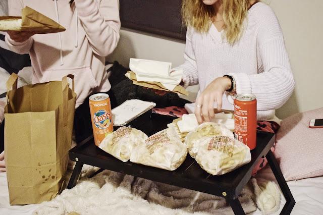 7 conseils pour organiser une soir e pyjama parfaite lisa dct le blog lifestyle et bien tre. Black Bedroom Furniture Sets. Home Design Ideas