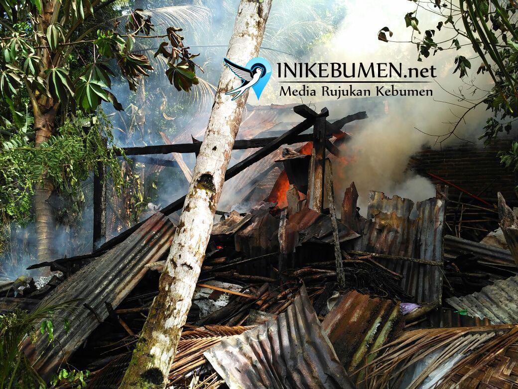 Teledor Saat Memasak, Rumah Warga Petanahan Ludes Terbaka