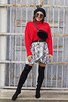 https://www.karyn.pl/2018/12/czerwony-sweter-i-wezowa-sukienka.html