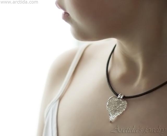 https://www.arctida.com/en/home/134-natural-coleus-leaf-textured-fine-silver-pendant.html