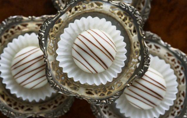 Σοκολατάκια με λευκή σοκολάτα και αμύγδαλα