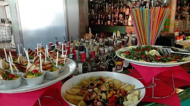 Buffet de aperitivo do Yguana Café em Milão