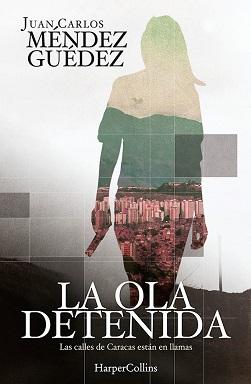 Portada del thriller La ola detenida de Juan Méndez Guédez, donde se ve la silueta de una mujer portando un arma, y dentro de la silueta se aprecia la ciudad de Caracas.