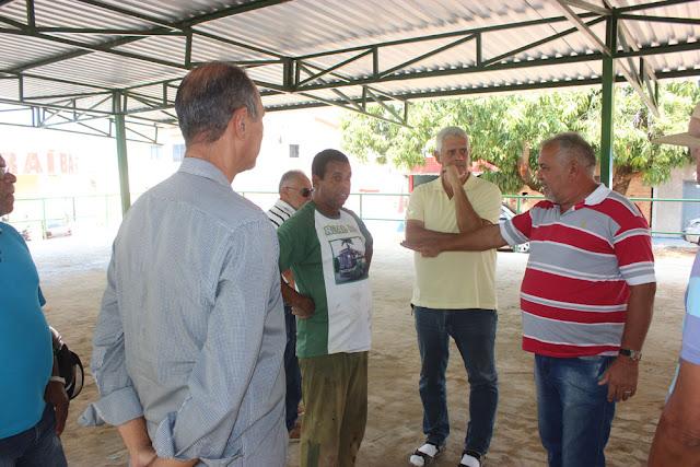 Angical: prefeito Gilsão visita obras do mercado de Missão e assina mais investimentos para o município