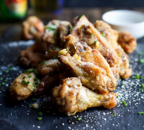 Crispy Baked Garlic Parmesan Chicken Wings #garlic #parmesan