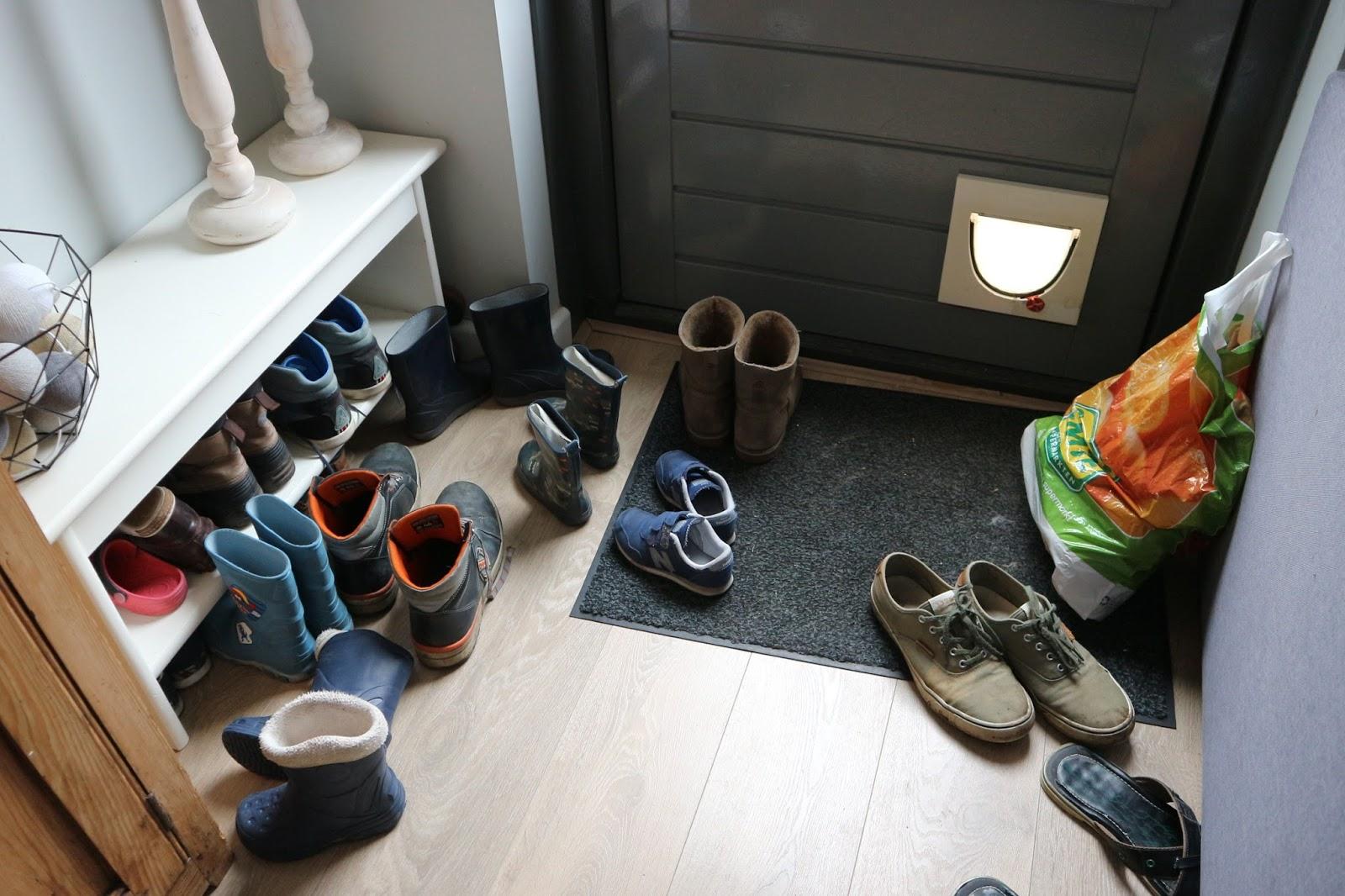Schoenenkast Voor Heel Veel Schoenen.Loze Ruimte Wordt Schoenenkast Taxx Life Blog