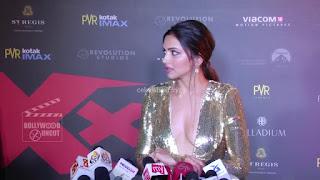 Deepika Padukone Promoting   Return of Xander Cage in India in Golde Gown 04 .xyz.jpg