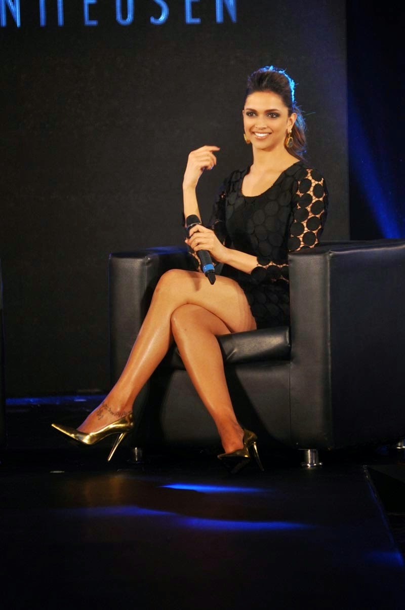 deepika-padukone-showing-sexy-long-legs-at-van-heusen-collection-launch-2
