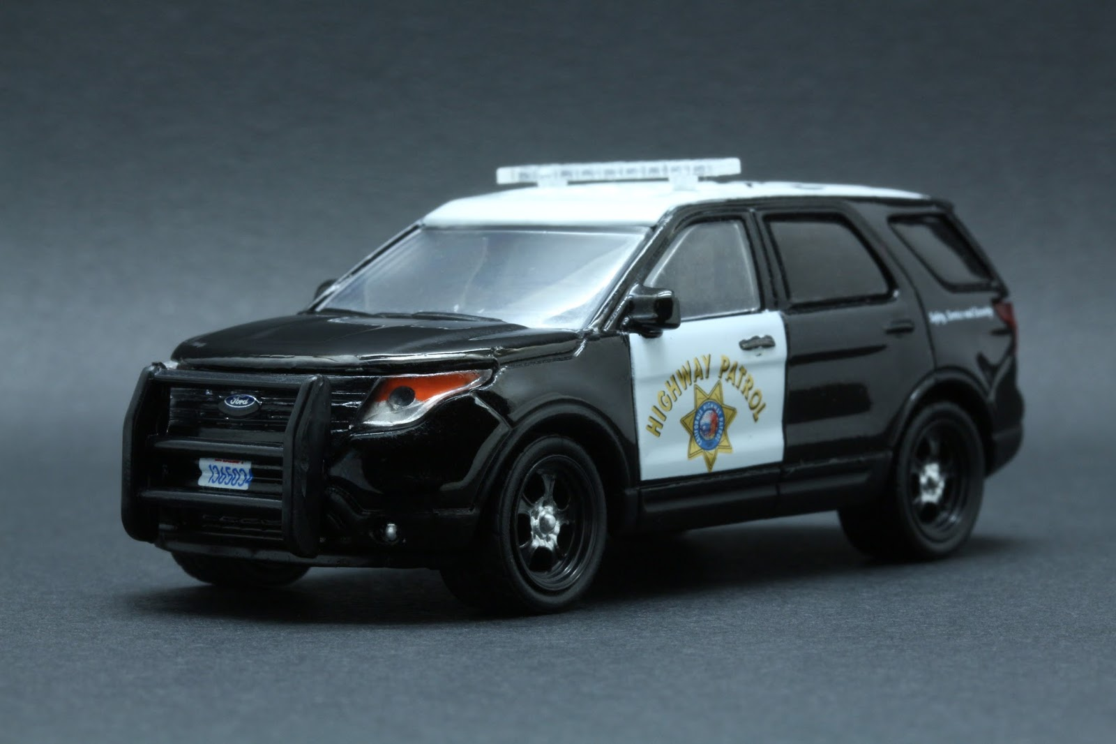 Diecast Hobbist 2014 Ford Explorer California Highway
