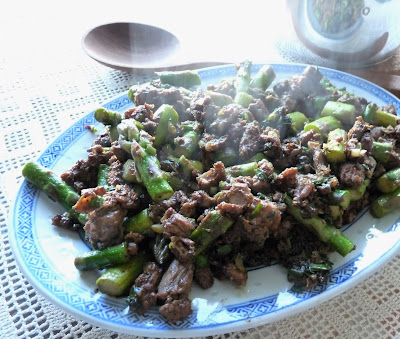 Stir-Fried Lamb with Asparagus